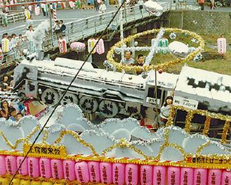 月島寿司の2階から撮影したフロートパレード