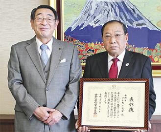 表敬訪問した市少年野球連盟の今井理事長(右)
