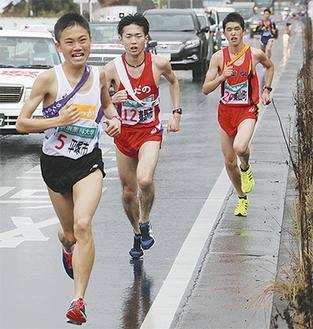 2区・新善波隧道付近を走る秦野市チーム