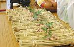 赤飯を包んだ藁皿