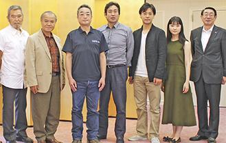 製作発表に出席した(左から)苅谷さん、大地さん、山田監督、永島さん、福士さん、菅野さん、古谷市長