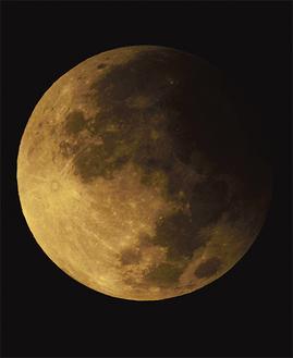長沢さんが撮影した半影月食=9月17日