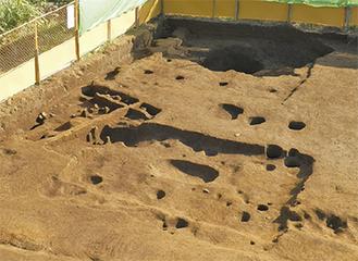 寺山中丸遺跡古代住居址(北側から撮影)/かながわ考古学財団