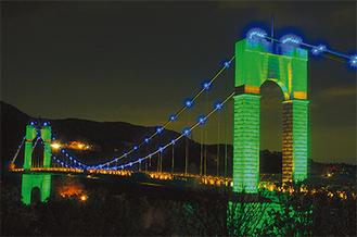 光輝く風の吊り橋