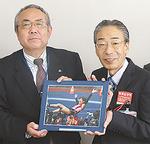 神戸校長と舩渡川局長(右)