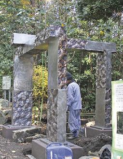 神社西側に設置された鳥居