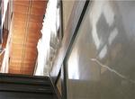 階段横「磨き漆喰」の壁