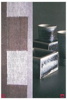 銀化天目の陶器や手織りのマフラーなどが展示される