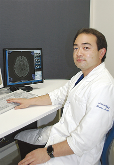 頭痛専門医の湯浅医師