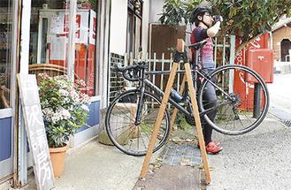同店前の自転車ラック