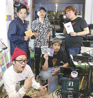 番組MCのLili乃花さん(左)と、ゲスト出演したアーティストたち