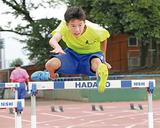 秦野市カルチャーパーク陸上競技場で練習に励む三和選手