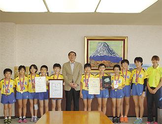 古谷市長とチームのメンバー
