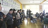 韓国の教師らが東小視察