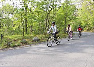 自転車や徒歩で市内を回る
