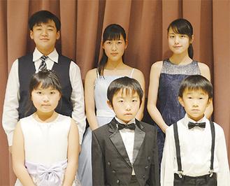 後列左から上野君、小林さん、丸岡さん前列左から鈴木さん、荒井君、佐部利君