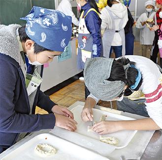 自由な発想でパンの形を作る子どもたち