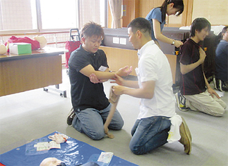 職員による救命救急講習の様子