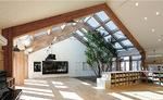 光あふれる木目調の保育室