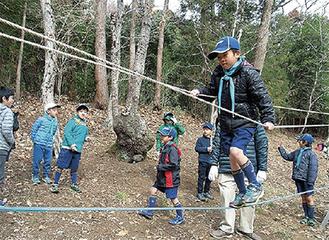 ロープを渡るチーターゲーム