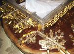 修復途中の神輿。古い部品も使う