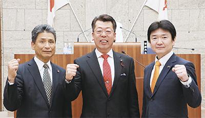 「創秦クラブ」メンバー。左から村上しげる、谷かずお、加藤ごう