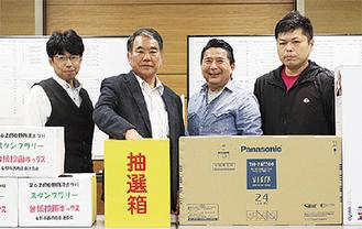 関野会長(左から2人目)と西商連のメンバー