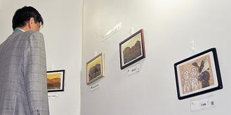 落ち葉の貼り絵展示