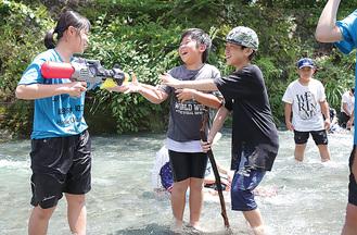 滝沢園で遊ぶ子どもたち