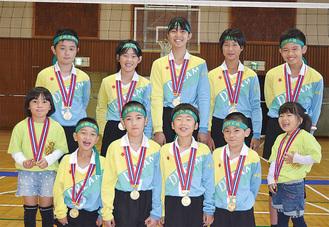 メダルを手にした湘南ドリーム
