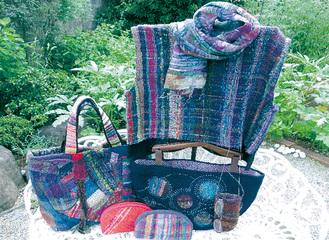 手織服、バッグなど