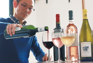 ワインの味や香りを試飲で学ぶ