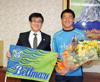 杉岡選手(右)と高橋市長