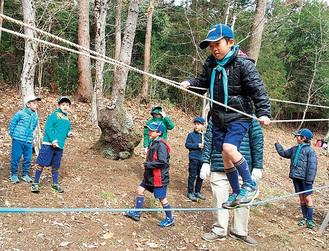 ロープを渡る子ども(写真は前回)