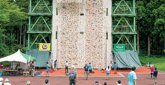 戸川公園の「リードウォール」。市が新たに整備する「ボルダリングウォール」は屋内型の計画