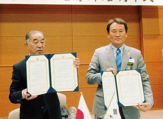 関野会長(左)と河会長