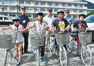 自転車大会に出場する北小の選手ら