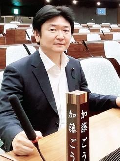 神奈川県議会の議場にて
