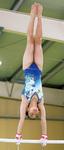 空中でも美しい姿勢を見せる北爪さんの段違い平行棒の演技