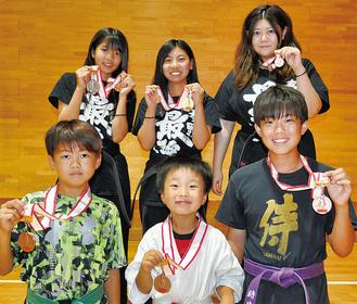 前列左から理崎君、滝口君、細田君、後列は竹内さん、佐藤さん、大津さん