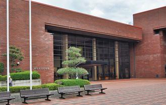 10月1日からクアーズテック秦野カルチャーホールに変わる文化会館