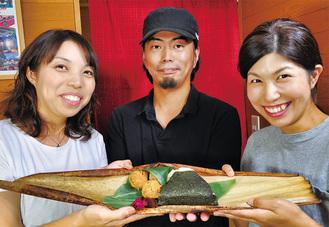 鶴巻庵の浅野店長(中央)と、「峠屋―1976―」の横坂代表(左)・加藤菊恵さん