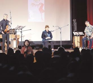 生徒に語り掛ける高樹さん(中央左)