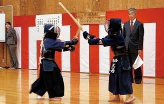 日頃の成果を競う剣友会の選手ら