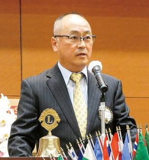 40周年を祝しあいさつをする高橋会長