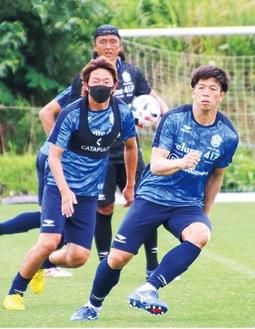 マスク姿で練習する石原選手(提供写真)