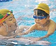 教室で水泳の楽しさ伝える