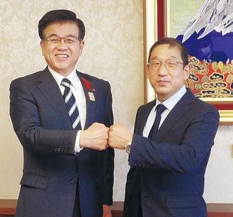 高橋市長と面会した尹さん(右)