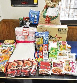 寄付で集まった食料の一部