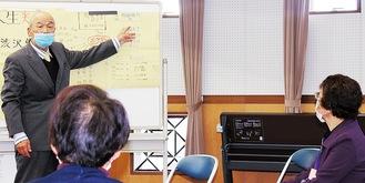講義をする本多さん(左)